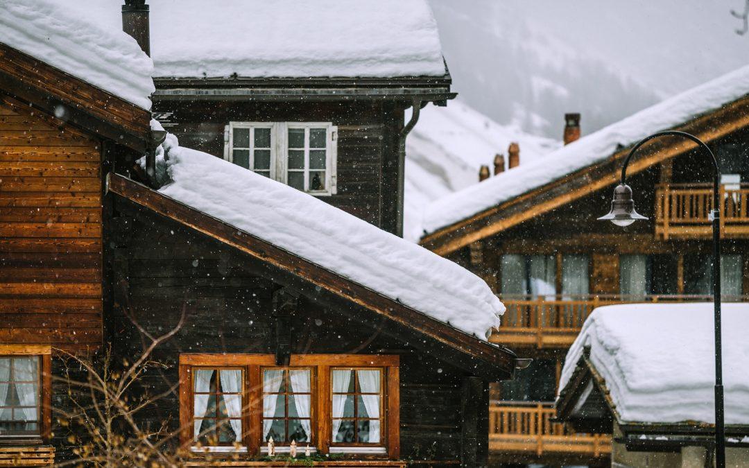 L'importance du déneigement de la toiture en hiver